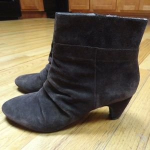 Brown Suede Ankle Boot Size 10 M by Samuel Carve